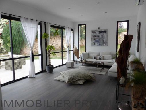 Villa contemporaine 3 chambres piscines meublée