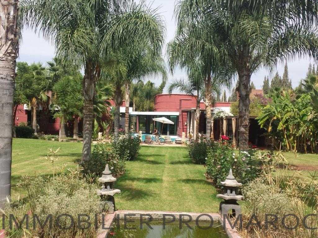Villa Surface du Terrain 4 300 m²