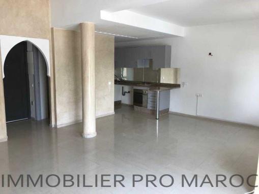 Bel duplex avec terrasse de 25m² dans une résidence avec piscine