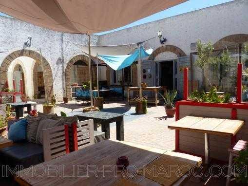 Restaurant prêt à l'emploi avec terrasse