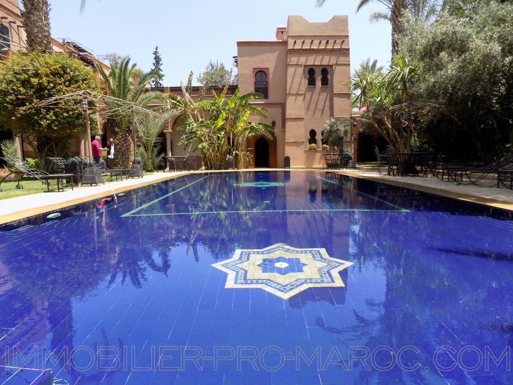 Villa Surface du Terrain 2 240 m²