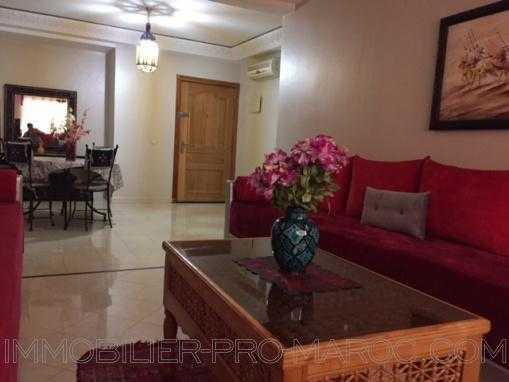 Appartement en dernier étage avec piscine , Guéliz