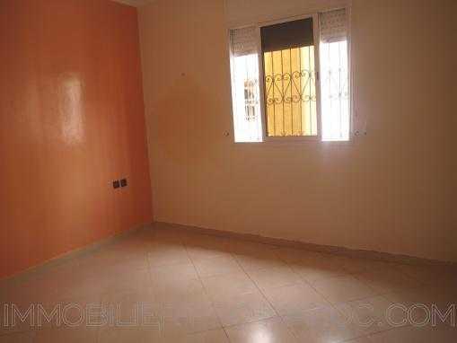 Appartement 1ér étage non meublé, au quartier Borj