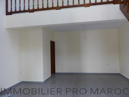 Garage ou boutique avec mezzanine