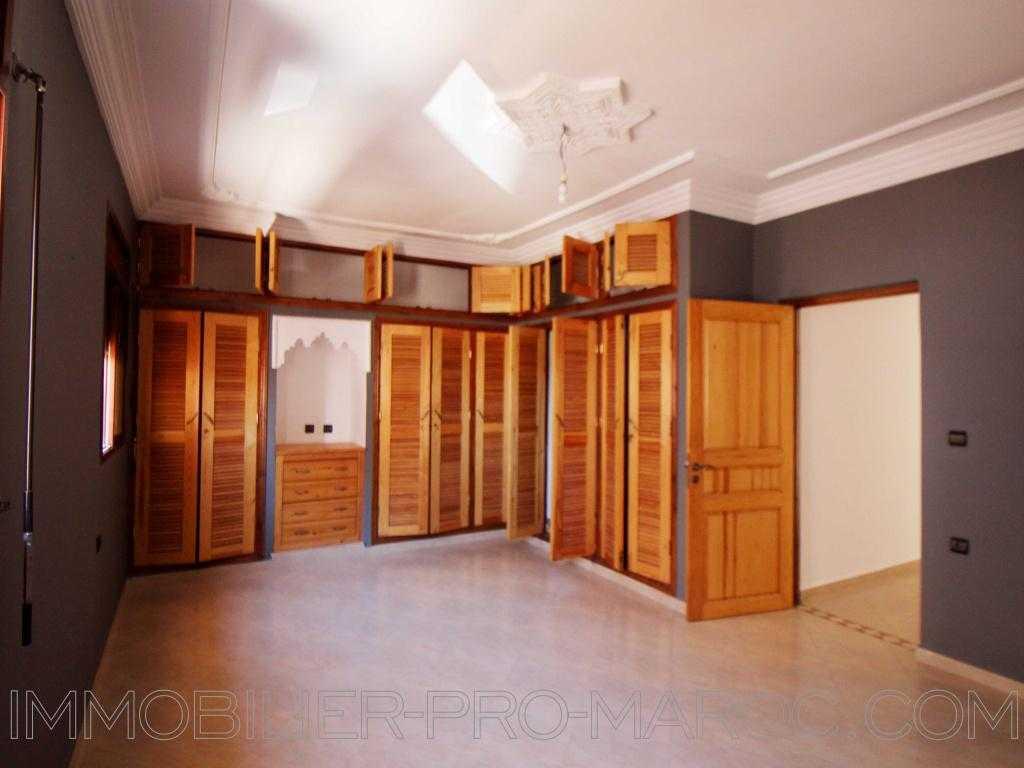 Appartement Avantages poche de tout commerce, propre et entretenu, spacieux