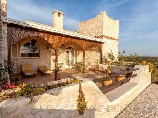 Demeure de prestige, avec piscine et jardin luxuriant, à qlqs Kms d'Essaouira