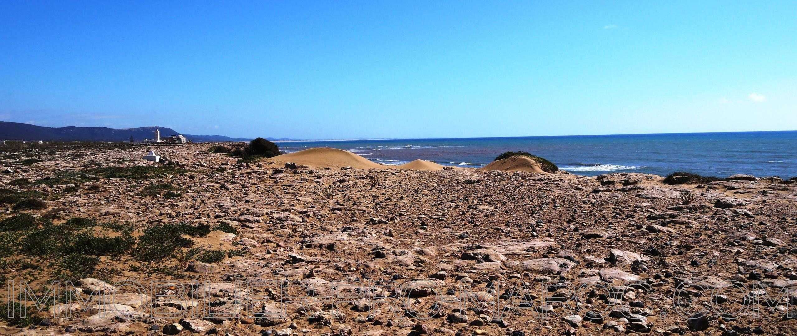 Fantastique emplacement, terrain de 3h2 front de mer à 25mns d'Essaoui