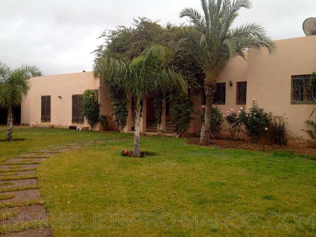 Villa Avantages Emplacement et  taille du jardin exeptionnel.