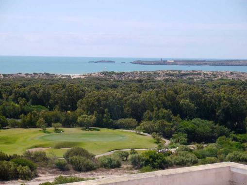 RARE: IMMEUBLE rénovée, vue mer, golf et l'île de Mogador