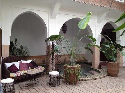 Riad maison d'hotes murs et fond de commerce.5 minutes à pied de la place