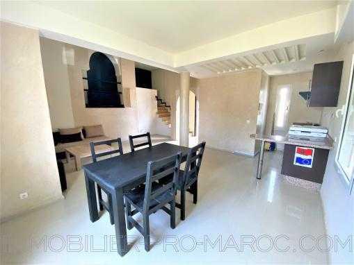 appartement/duplex non meublé;  haut standing, dans une résidence avec piscine à 10m de la plage
