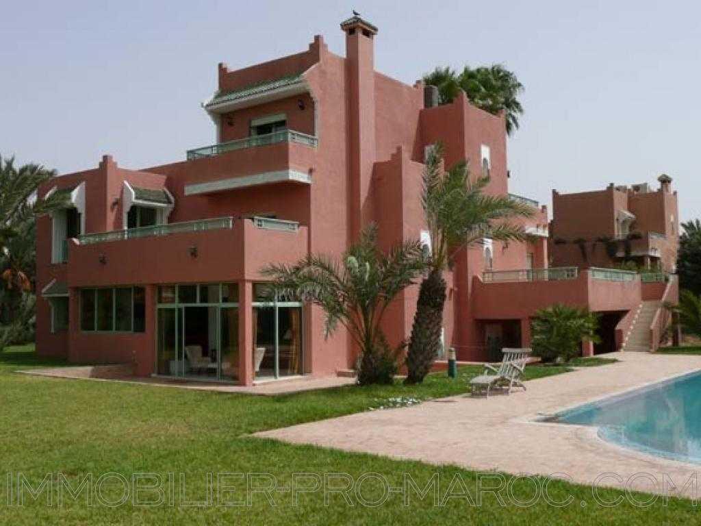 Villa Surface du Terrain 1 800 m²