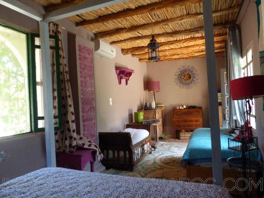 Villa Avantages Terrain et jardin arboré , au calme, sans vis à vis, maison colorée.