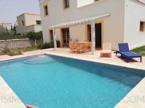 Belle propriété ,4 chambres ,avec piscine en zone urbaine