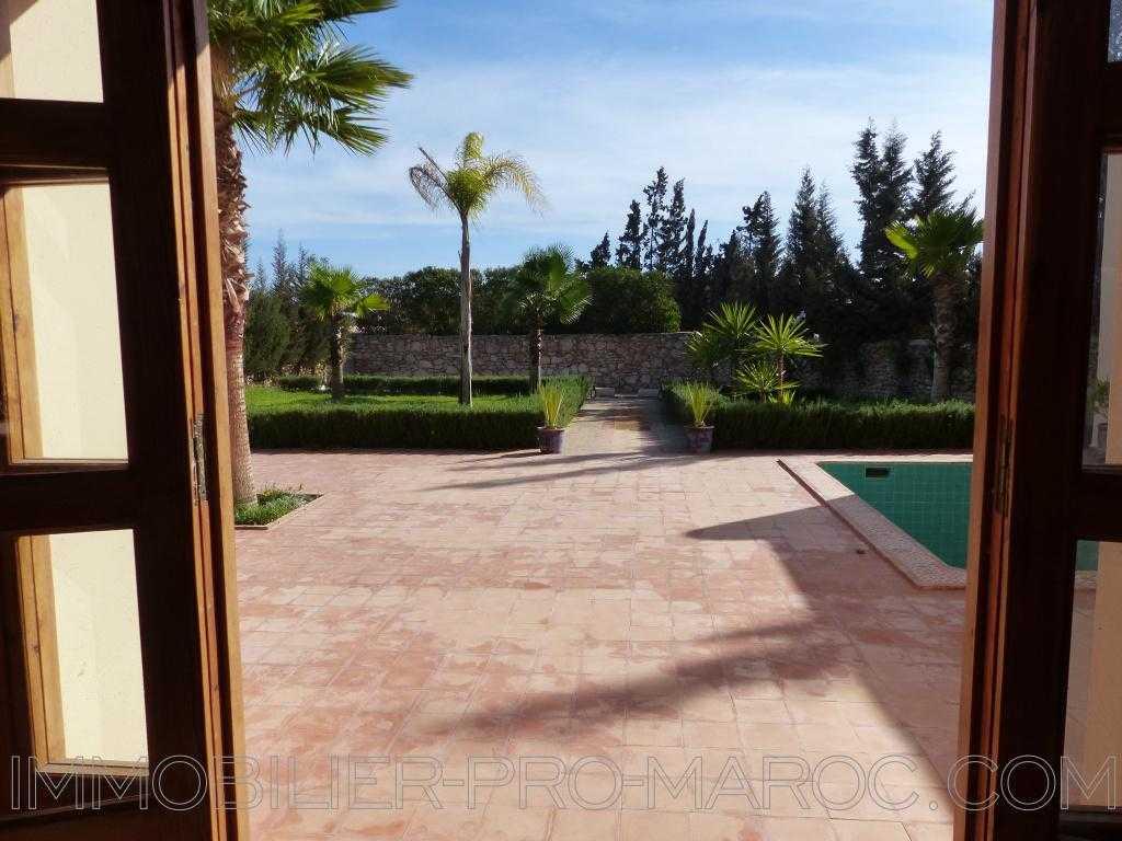 Villa Surface du Terrain 1 040 m²