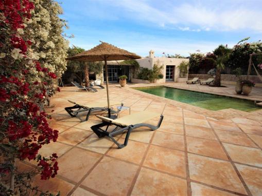 Villa de charme avec piscine sur terrain arboré  et clos à seulement  12 km d'essaouira