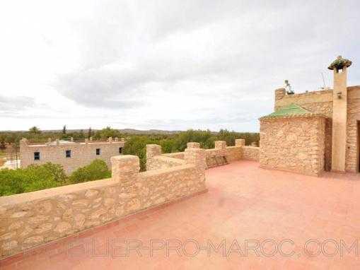 2 maisons en pierre  , chacune sa piscine sur grand terrain à qlqs min d'essaouira