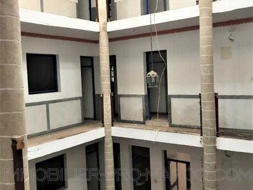 Hôtel à rénover, 22 chambres bien placé dans la médina
