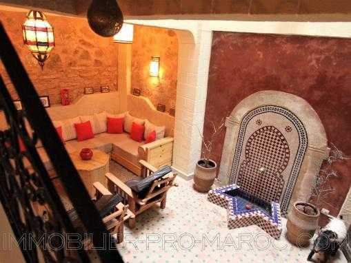 Beau riad de 3 chambres avec terrasse dans la médina