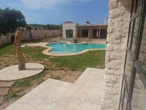 VILLA NEUVE, entièrement meublée,  avec piscine, à 12 kms d'Essaouira