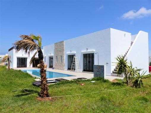 Superbe villa de plain pied avec piscine en zone urbaine