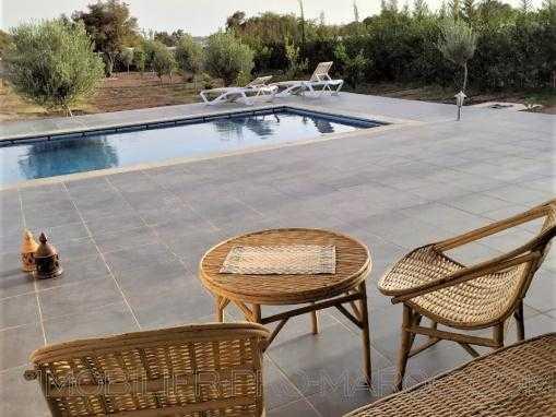 Belle villa en pierre, meublée avec piscine