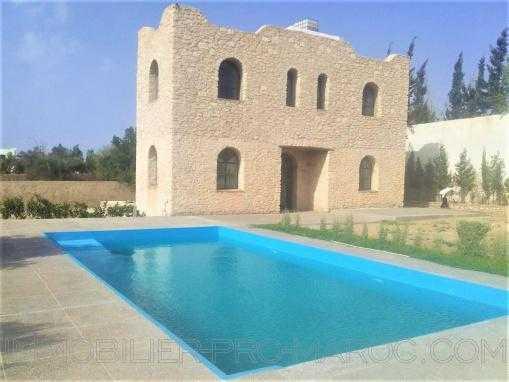 Maison de campagne en pierres, non meublée, avec piscine