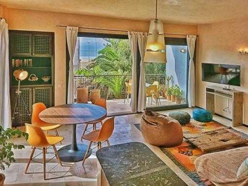 Unique Appartement meublé, avec cheminée, à 2 pas de la plage
