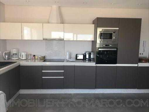 Très bel appartement meublé, VU MER, avec terrasse privée, dans une résidence au bord de mer