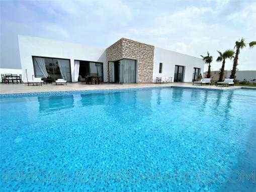 Charmante maison en zone urbaine avec piscine chauffé